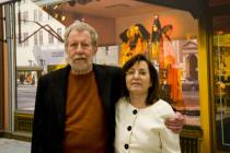 "Artist Tom Blackwell and author Linda Chase in front of his painting ""Bendel's"" (1979), ""Picturing America"", Deutsche Guggenheim, Berlin, March 2009, Photo: Mathias Schormann"