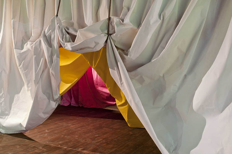 Deutsche Bank Artmag 70 Feature Curtain Up The